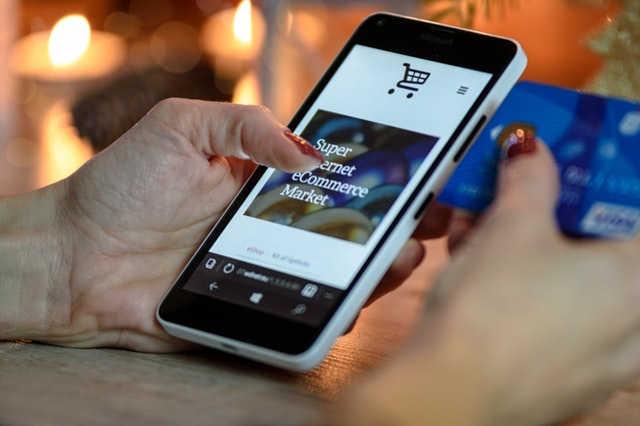 Tendance smartphone pour les sites de vente en ligne en France [source : Pexels]